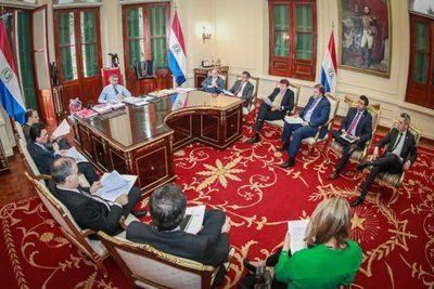 Gobierno anuncia medidas económicas inmediatas y planea invertir 1.500 millones de USD