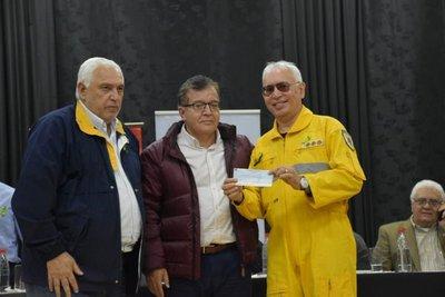 Yacyreta cancela antigua deuda con bomberos voluntarios de Encarnación
