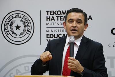 Petta solucionó la falta de maestros al 100%