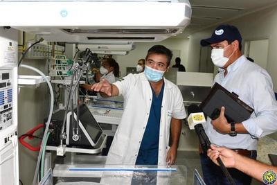 """Intendente salió de su """"escondite"""" y visitó el Hospital de Luque •"""