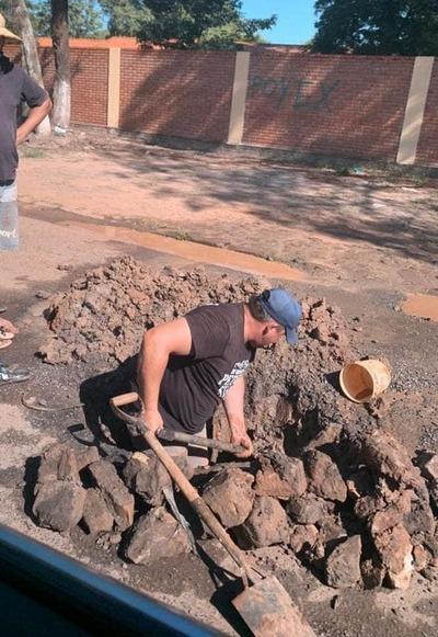 ESSAP destruye capa asfáltica en Coronel Oviedo – Prensa 5