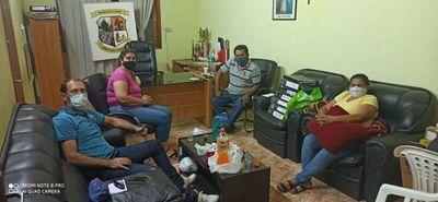 Ediles siguen atrincherados en despacho del intendente de Arroyos y Esteros