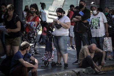 El desempleo en Argentina cayó levemente al 11 % en último trimestre de 2020