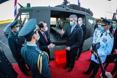Paraguay recibe tres helicópteros de Taiwán que utilizará para traslado de vacunas