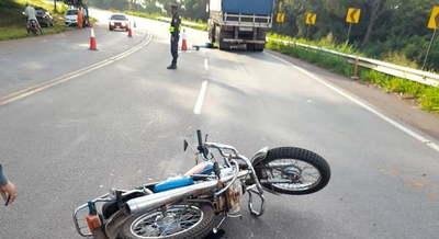 Motociclista muere tras ser arrollado por camión en Coronel Oviedo