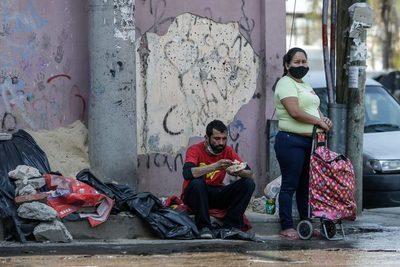 Unas 100.000 personas más quedan bajo la línea de la pobreza en Uruguay en 2020