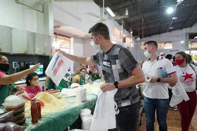 Entregan bolsas biodegradables en la feria de hortigranjeros en CDE
