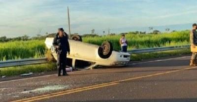 Niño muere tras vuelco de vehículo