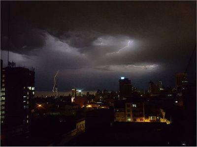 Sistema de tormentas ingresa al país esta noche
