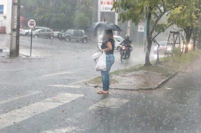 Anuncian más lluvia y tormenta para este sábado