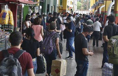 Unas 20.000 personas viajaron ayer y se teme que lleven el virus o lo traigan