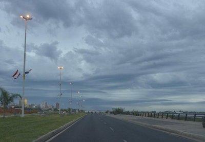 Sábado con lluvias intermitentes y ocasionales tormentas eléctricas