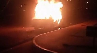 Vándalos quemaron patrullera y atacaron a automovilistas en Ciudad del Este