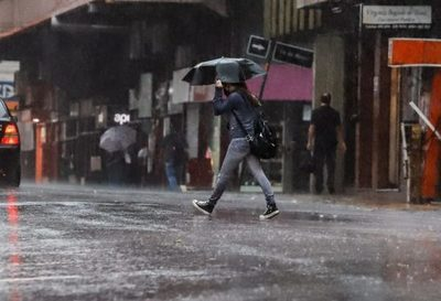 Lluvias con tormentas eléctricas moderadas en el sur