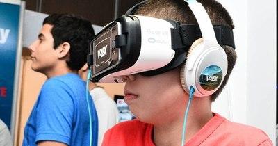 La Nación / La pandemia impulsa un boom de los viajes en realidad virtual