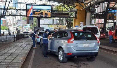 Intensifican controles sanitarios de viajeros en pasos terrestres con Brasil