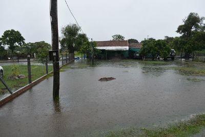 Varias viviendas quedaron inundadas en Ayolas tras temporal