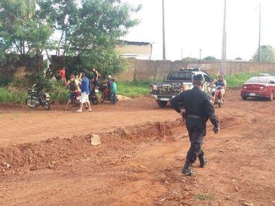 Policía despeja a personas aglomeradas en recintos deportivos en Pedro Juan Caballero