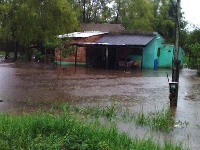 Viviendas inundadas en Misiones y Pilar