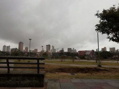 Domingo fresco a cálido y con lluvias ligeras en gran parte del país