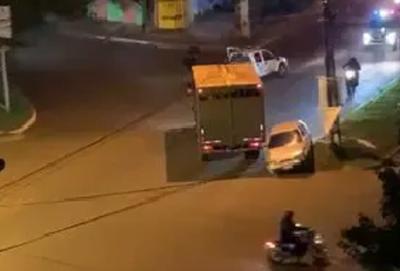 Joven evade barrera policial y tras persecución es detenido
