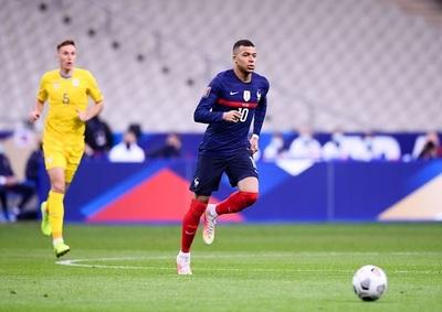 Francia logra su primera victoria