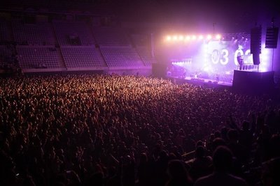 Primer concierto masivo sin distancias en Barcelona