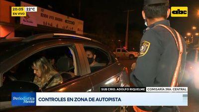 Policías realizan controles en zona de la Autopista