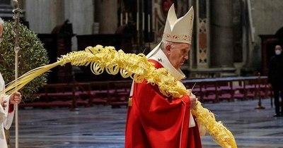 La Nación / El Papa en misa solitaria de Domingo de Ramos