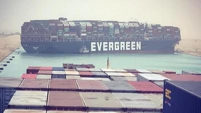 Más de UDS 10.000 millones en mercancía atascados en el Canal de Suez