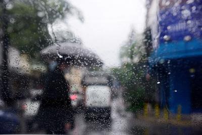Lunes fresco a cálido y con lluvias intermitentes