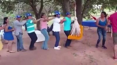 """Exdiputada y precandidata a Intendente de fiesta bailando """"Trencito"""""""
