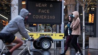 Inglaterra relaja restricciones pero el gobierno pide precaución a los ciudadanos