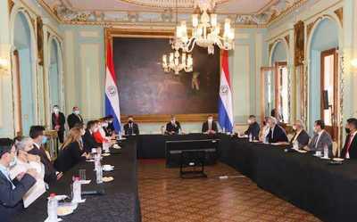 Presidente continúa diálogo con representantes de sectores económicos