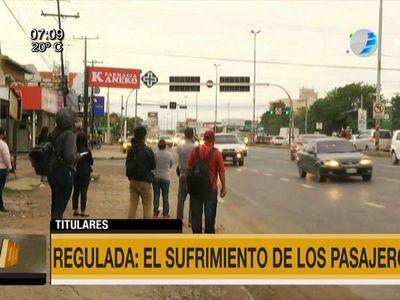 Pasajeros sufren escasez de buses pese a resolución del Viceministerio