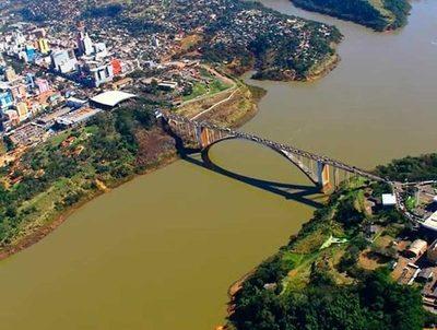 Director sanitario considera innecesario el cierre de la frontera con Brasil · Radio Monumental 1080 AM