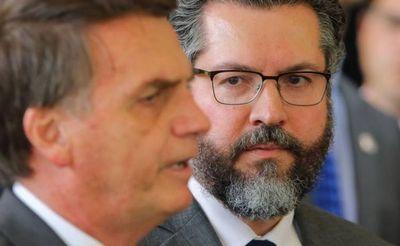 El ministro de Exteriores de Brasil presenta su dimisión