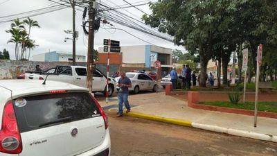 Asaltantes reducen a custodio policial y a su acompañante y se llevan toda la plata de un supermercado
