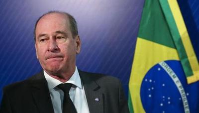 Renunció ministro de Defensa de Brasil tras dimisión del canciller