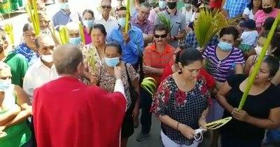 La Nación / Sacerdote hondureño arrancó tapabocas a fieles