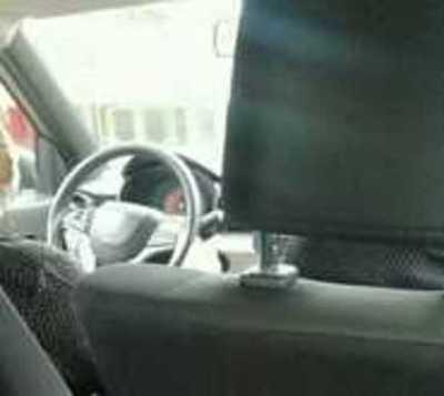 En medio de la criminal regulada de buses una ciudadana fue héroe