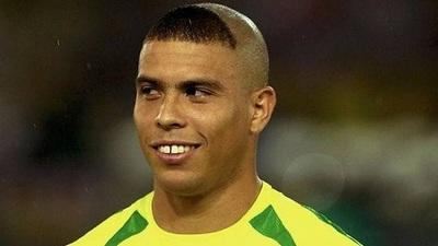Ronaldo pide perdón por su corte de cabello en el Mundial de 2002