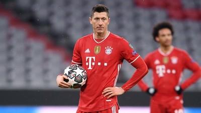 Bayern confirma gravedad de la lesión de Lewandowski y el polaco no jugará contra el PSG por Champions