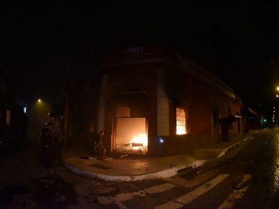 ANR se pronuncia sobre quema de local y aplaude prisión de jóvenes