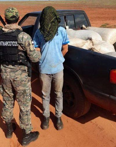 Cae hombre que transportaba marihuana en una camioneta