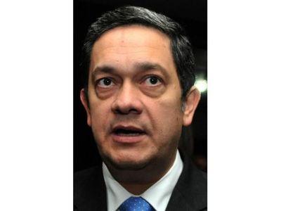 Raúl Vera Bogado deja la presidencia del Banco Regional