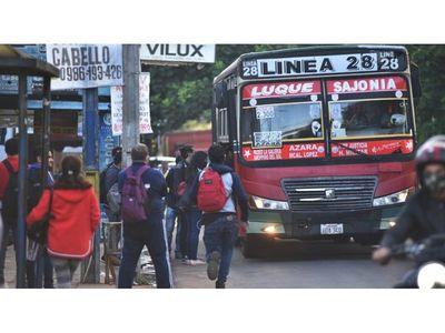 Viacrucis de pasajeros sigue con regulada de buses en días santos