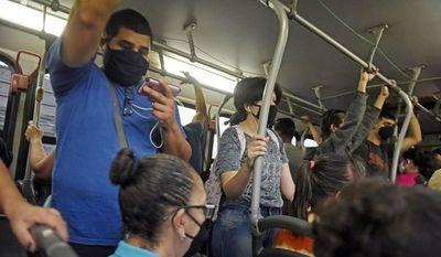 Diputados de  la ANR evitan castigar a transportistas que hacen reguladas