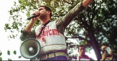 Viveros muestra su enojo por la detención de jóvenes manifestantes