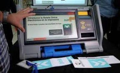 Más de 6.000 electores se acercaron a conocer las máquinas de votación